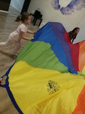 Urodziny dla dzieci Kalisz i zabawy z chustą edukacyjną