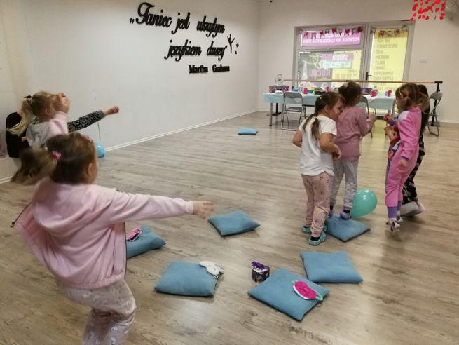 Zabawy integracyjne na urodzinkach w Jarocinie